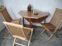 rattan gartenm bel teakholz eukalyptus gartenm bel aus holz robinie. Black Bedroom Furniture Sets. Home Design Ideas